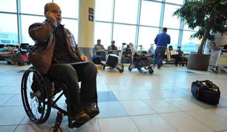 Инвалидов не пустили на борт самолета.jpg