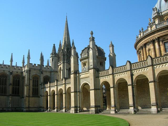 Колледж Всех Святых в Оксфорде.jpg