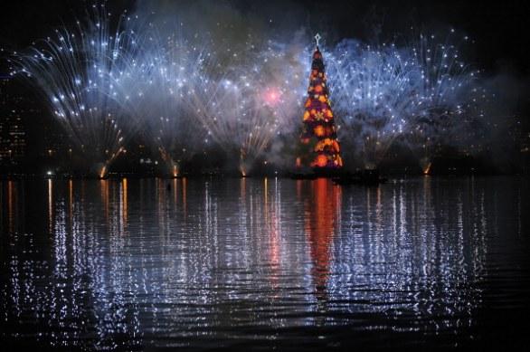 Файл:Новогодняя елка в Бразилии.jpg