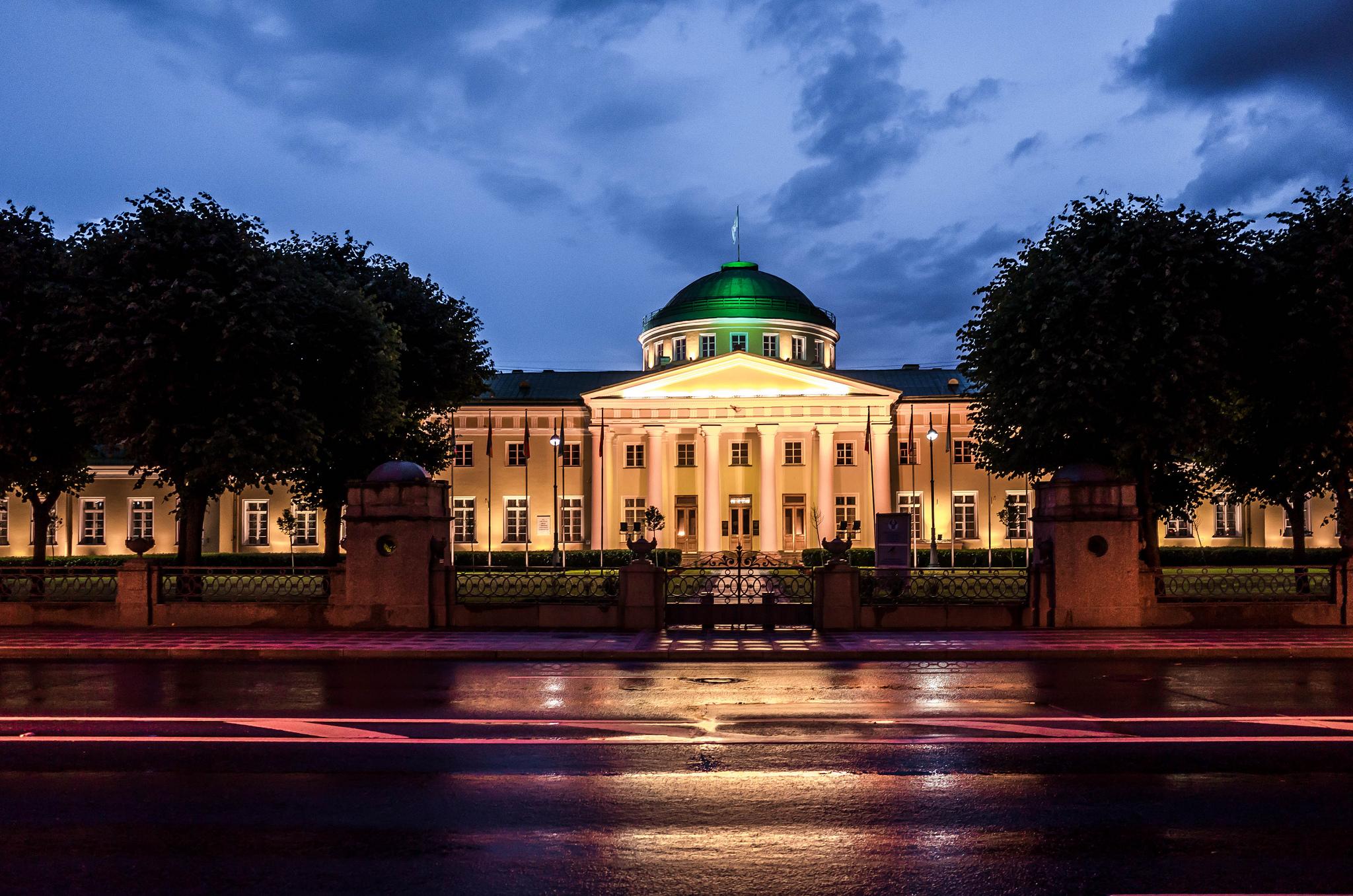 Таврический дворец ночью, Санкт-Петербург