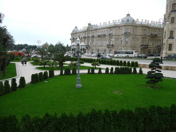 Азнефть со стороны Губернаторского сада