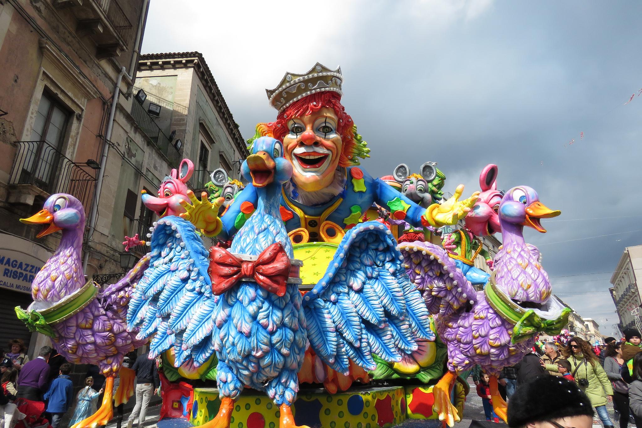 Веселое шествие в Виареджио