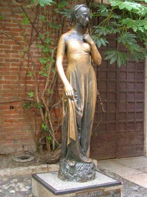 Статуя Джульетты в Вероне.JPG