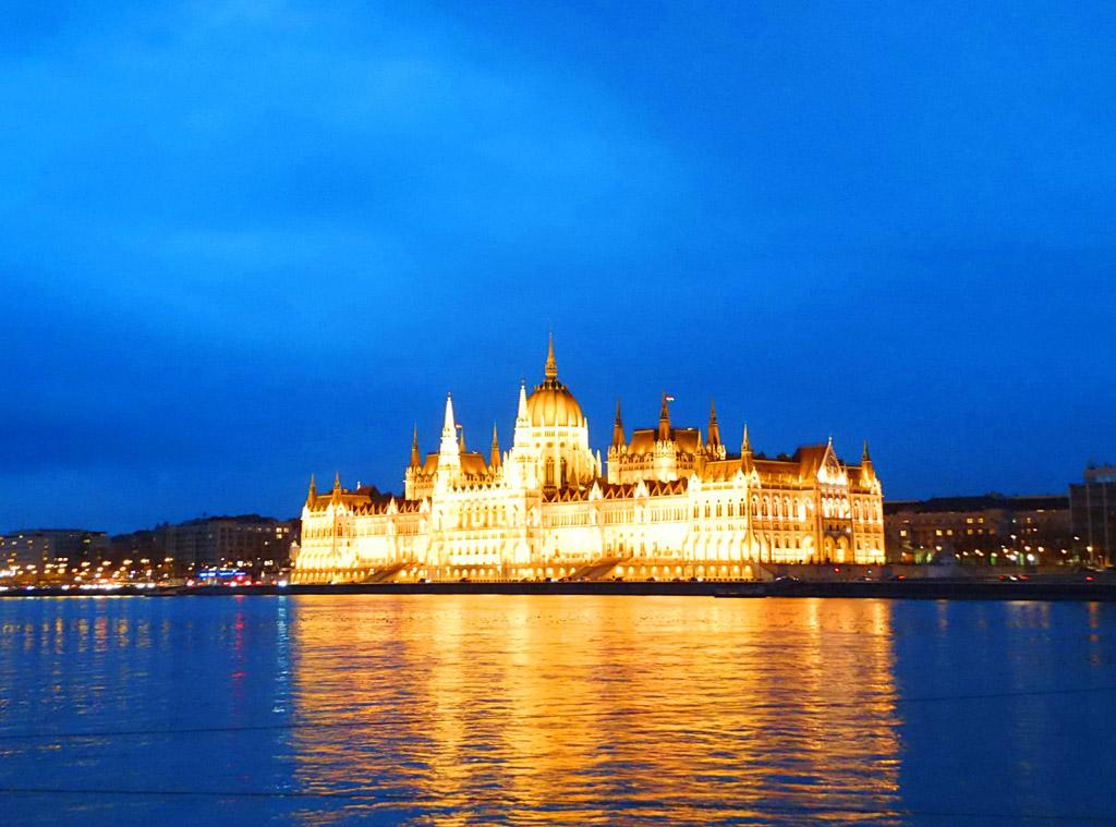Венгерский парламент, вечер в Будапеште