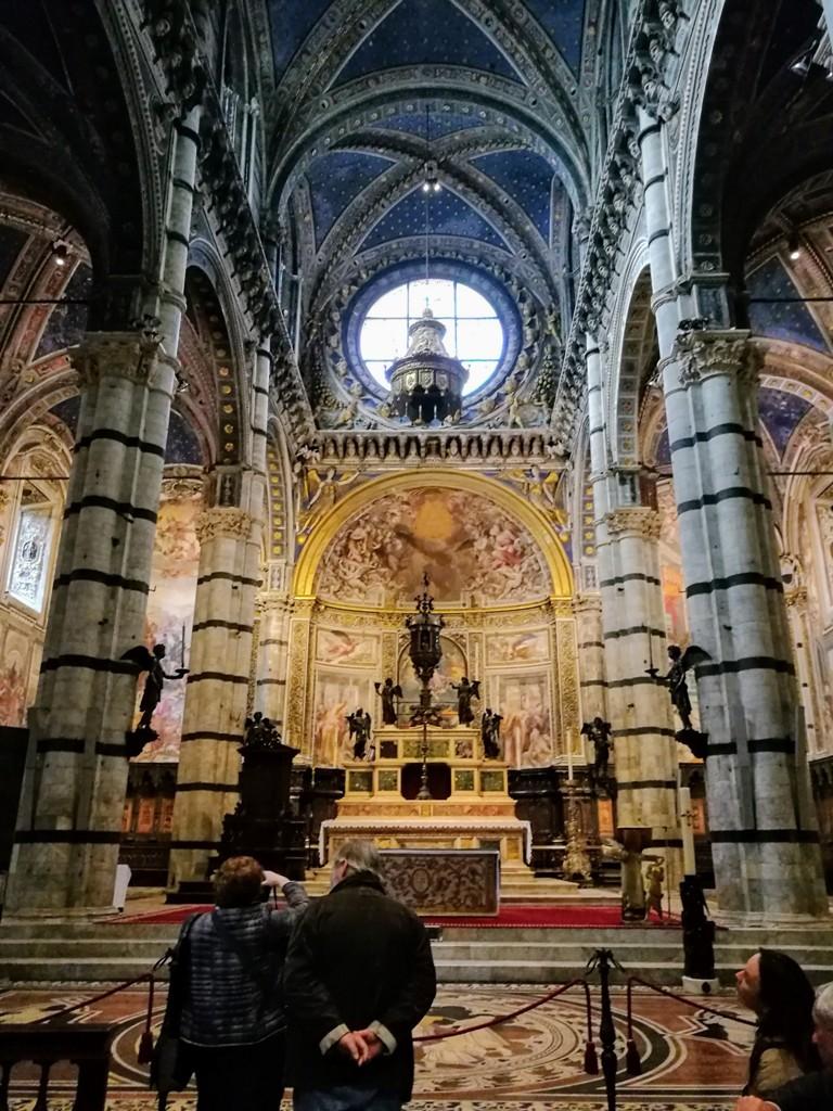 Внутренние красоты Сиенского собора, Италия