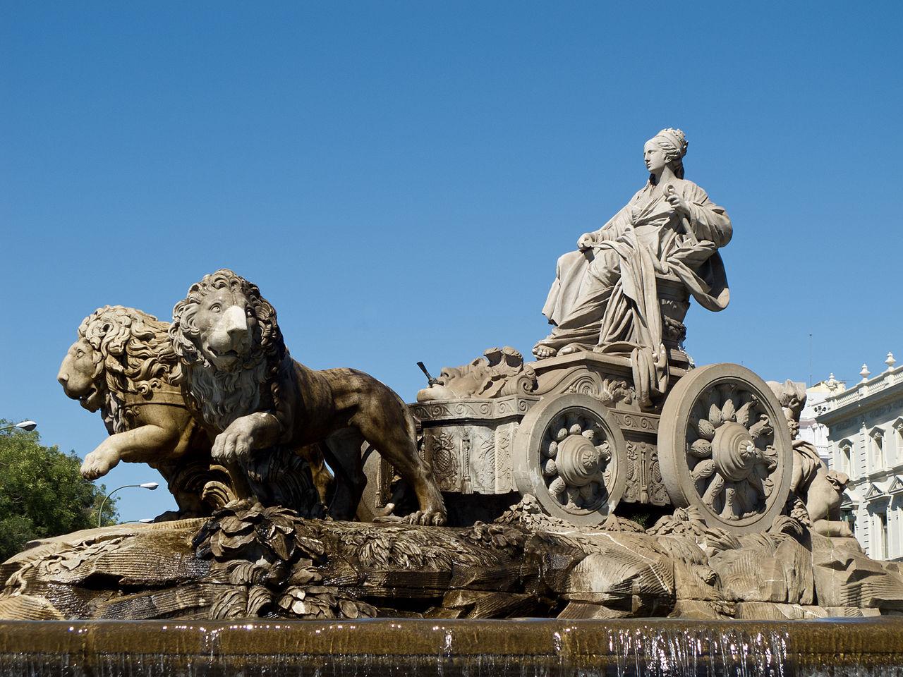 Фонтан Сибелес (богиня Кибела, олицетворение матери-природы) в Мадриде