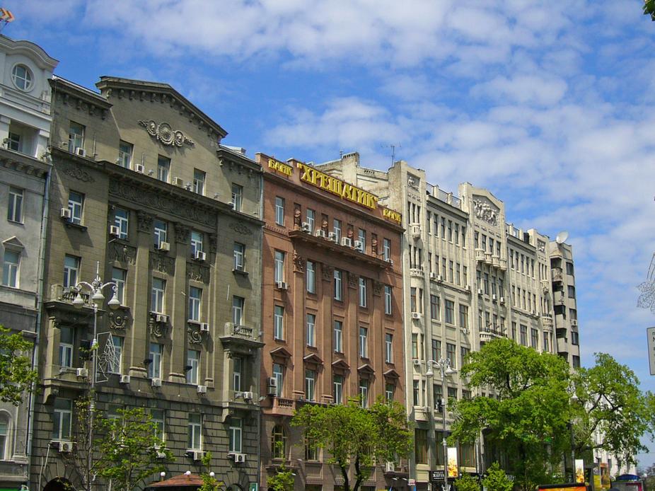 Банк Хрещатик на улице Крещатик