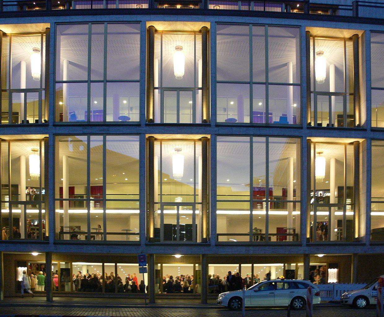 Гамбургский оперный театр, фасад