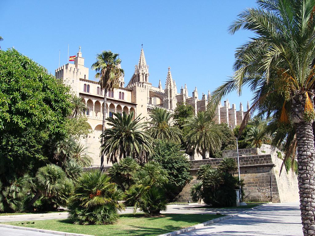 Дворец Альмудайна, сад и часовня