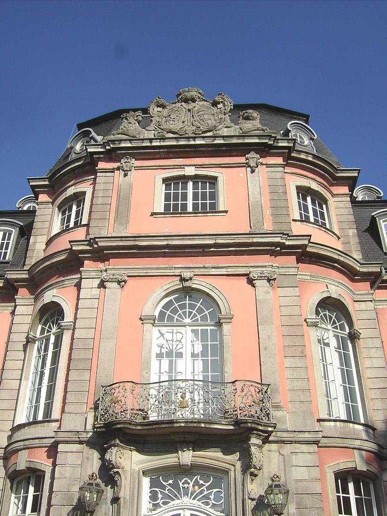 Дворец Егергоф, фасад