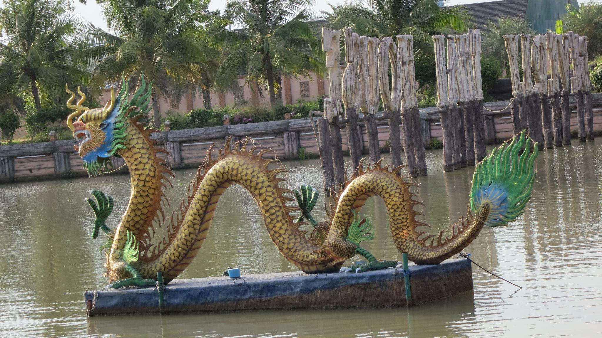 Плавучий рынок в Паттайе, дракон