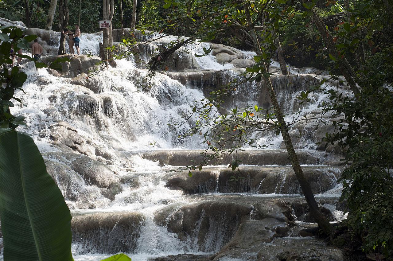 Водопады Даннс-Ривер на Ямайке