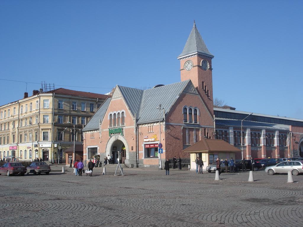 Выборгский рынок с часовой башней