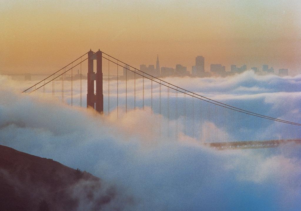 Туман над мостом Золотые Ворота в Сан-Франциско