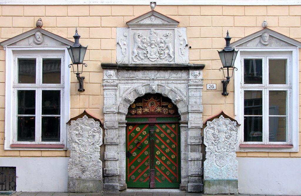 Дом Братства Черноголовых, вход