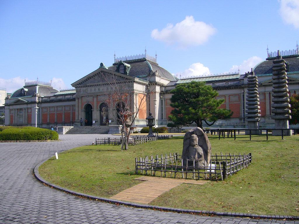 Национальный музей Киото, скульптуры в парке