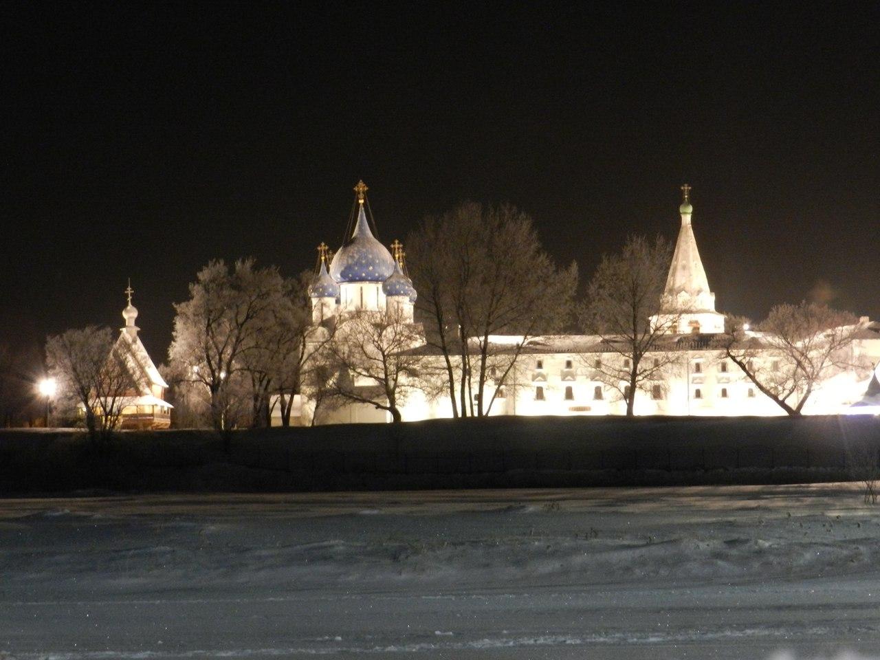 Суздальский кремль зимней ночью
