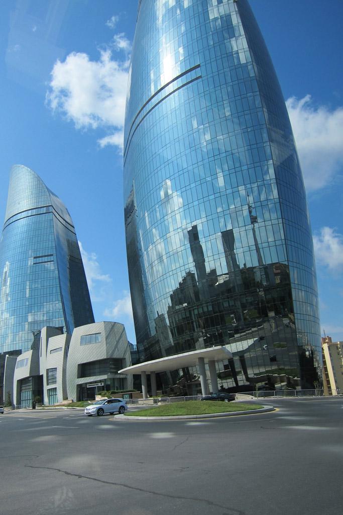 У Пламенных башен в Баку