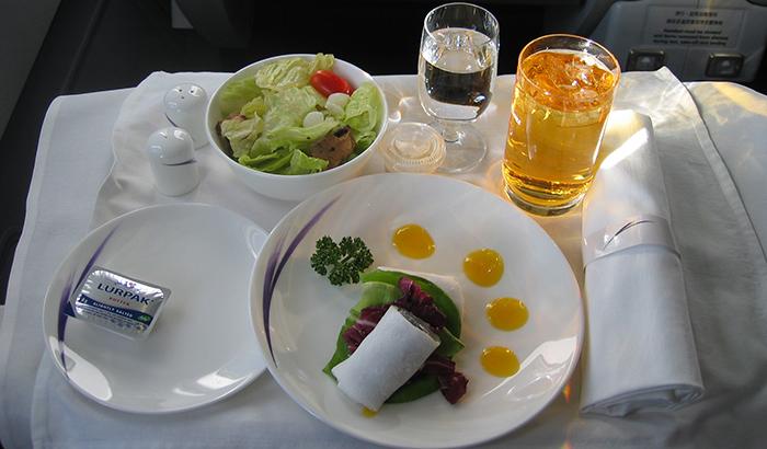 10 авиакомпаний СНГ с лучшим питанием на борту 4.JPG