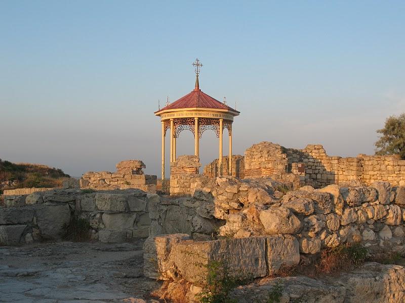 Альтанка, в которой крестился Владимир, Херсонес
