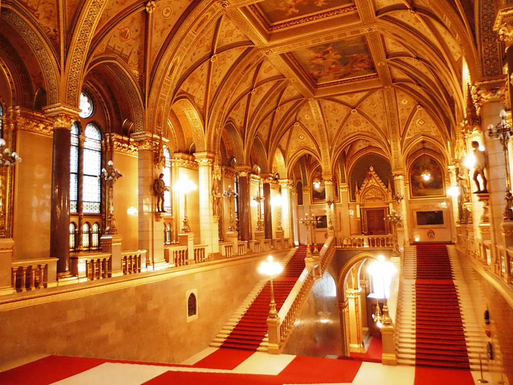 Внутри здания венгерского парламента, Будапешт