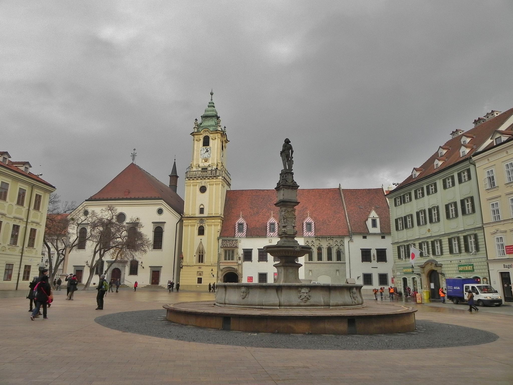 Главная площадь и Старая ратуша Братиславы