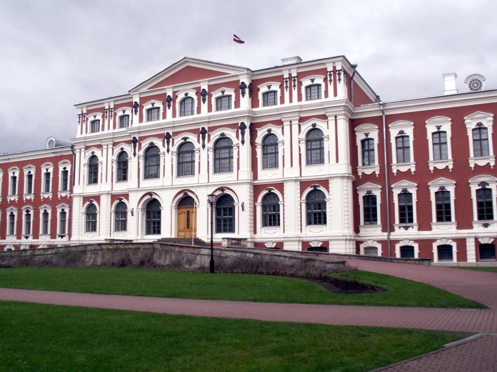 Митавский дворец, парадный вход