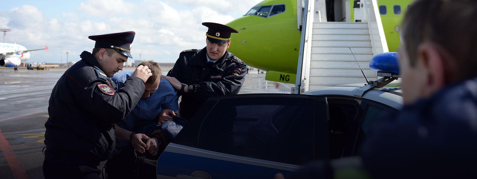 Картинки по запросу высадить из самолета