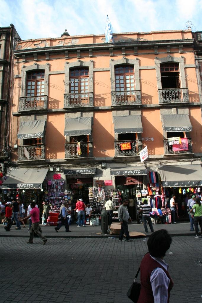 Будни на улице в Мехико.JPG