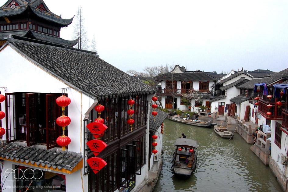 Вид на Чжуцзяцзяо, город на воде в Шанхае