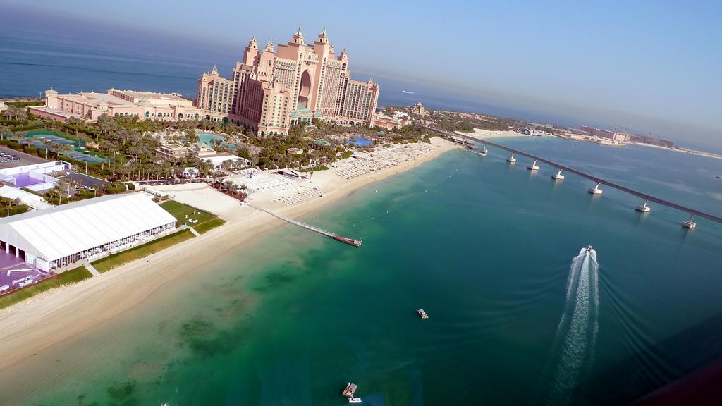 Вид на курортный комплекс и пляж Atlantis The Palm, Дубай