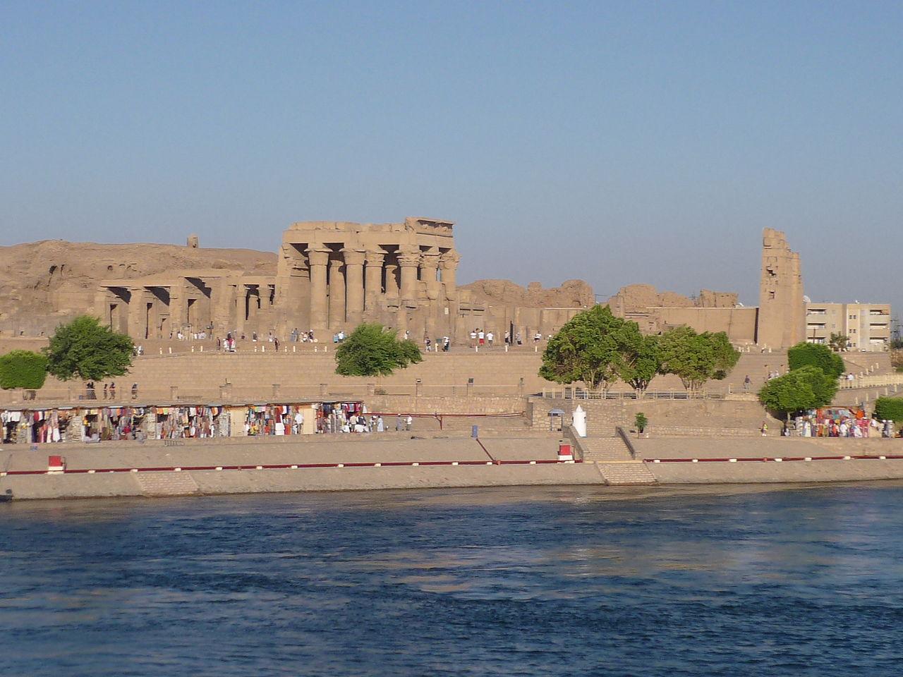 Вид на храм Ком-Омбо, Египет