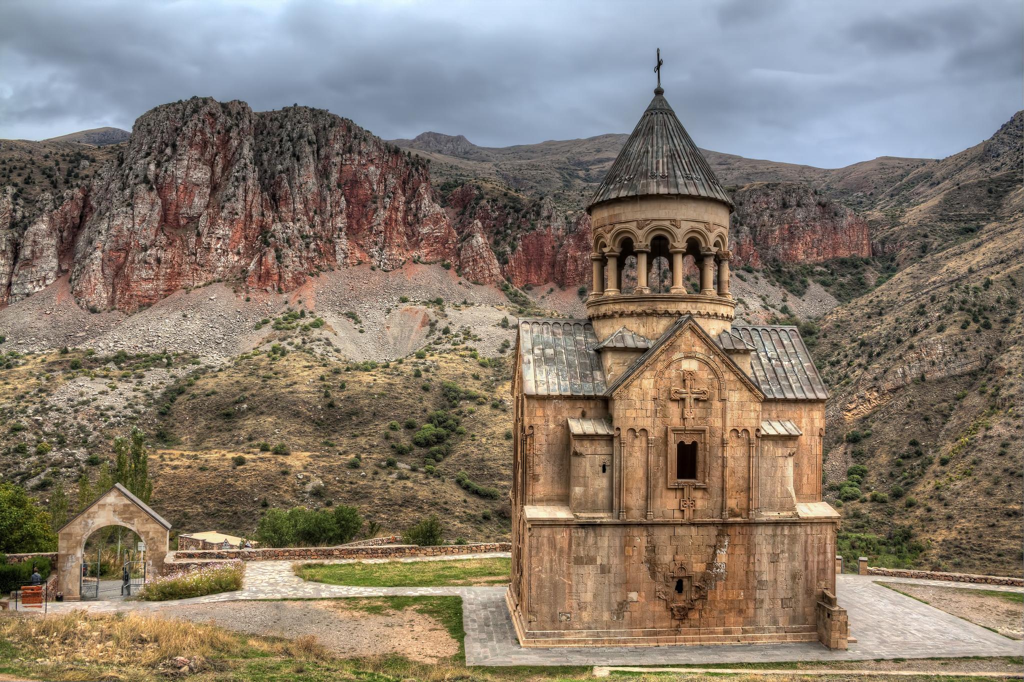 Монастырский комплекс Нораванк, церковь Сурб Аствацацин