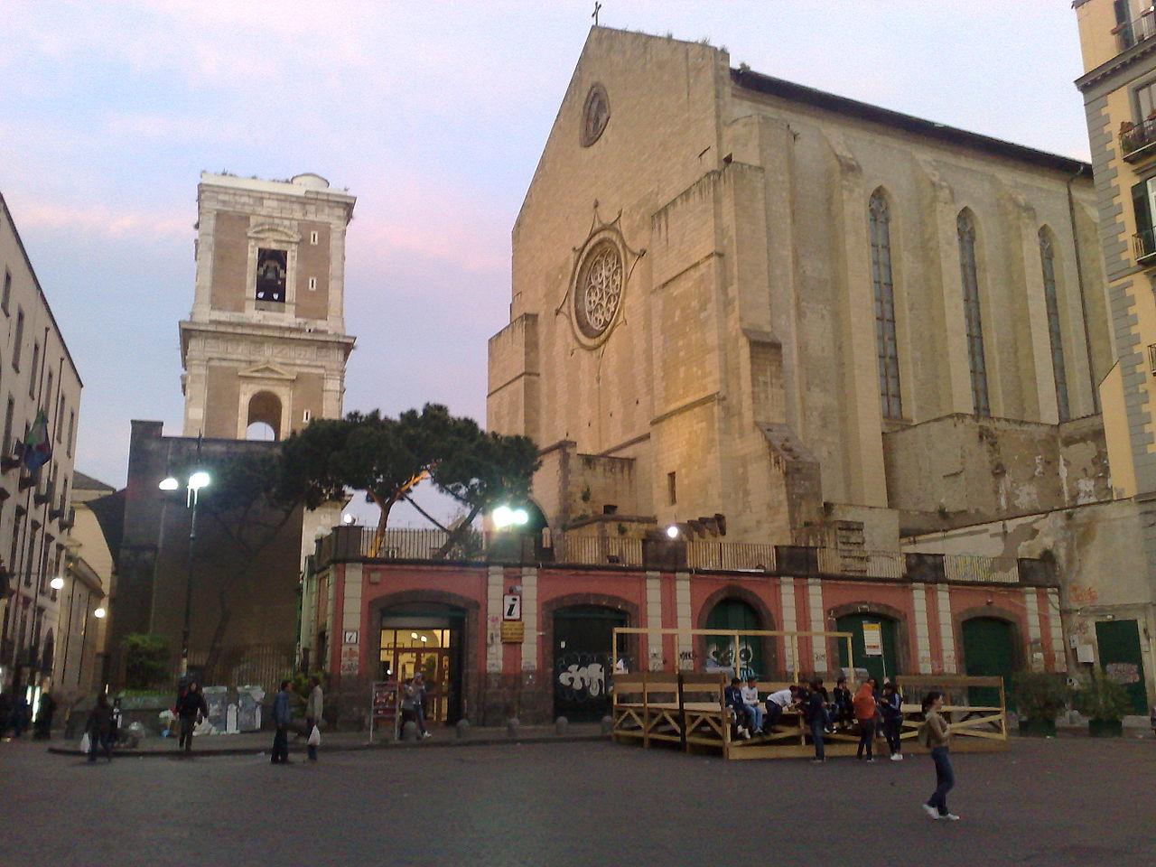 Санта-Кьяра, религиозный комплекс в Неаполе