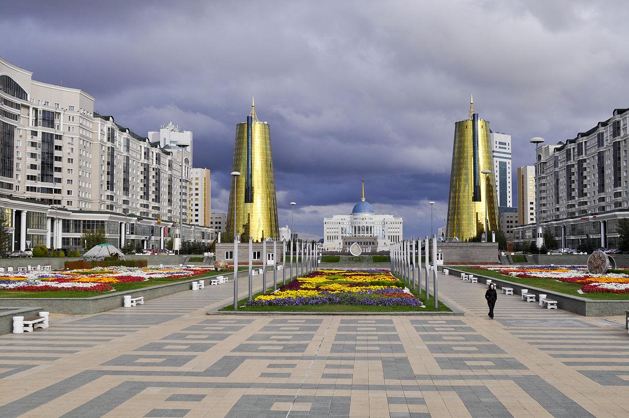 Бульвар Нуржол, вид на Президентский дворец