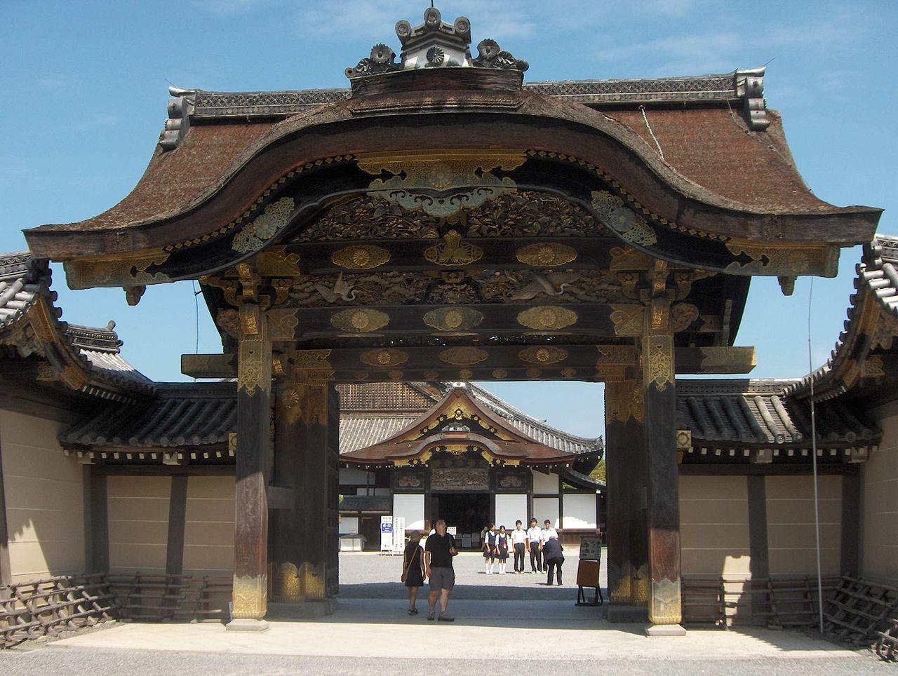 Замок Нидзё, главные ворота