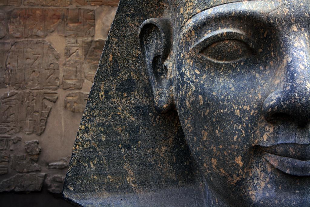 Фараон, Луксорский храм