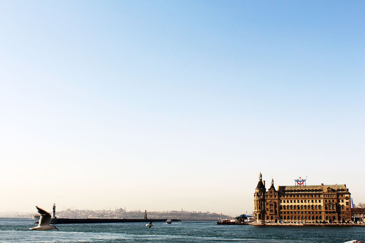 Вид на вокзал Хайдарпаша и Стамбул