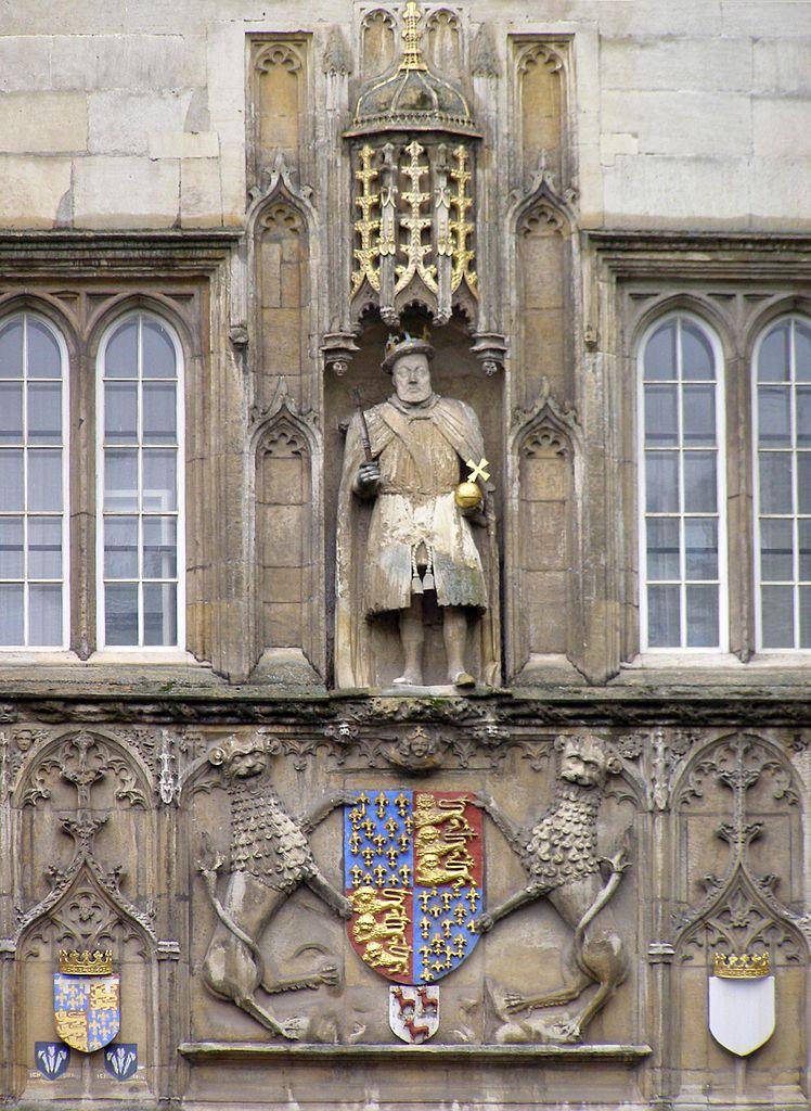 Кембриджский университет, статуя Генри VIII