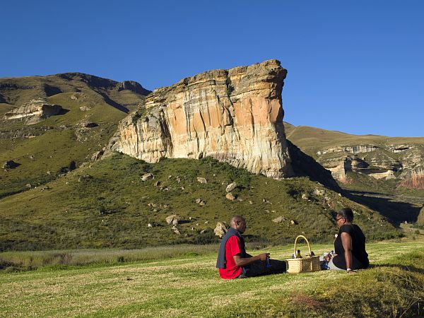 Пара на пикнике в национальном парке Голден-Гейт.jpg