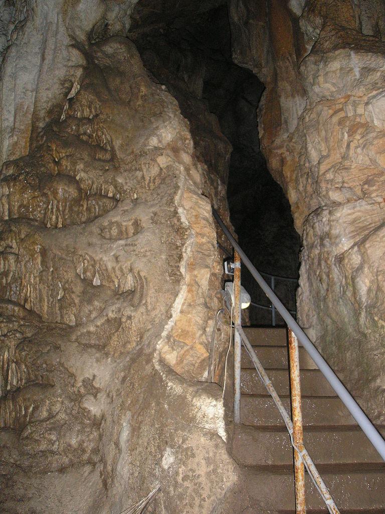 Пещера Эмине-Баир-Хосар, лестница