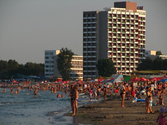 На пляже, Сатурн, Румыния