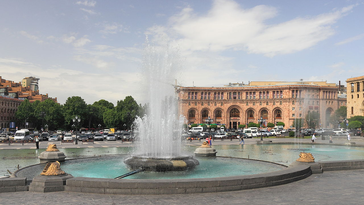 Ереван, фонтаны на площади Республики