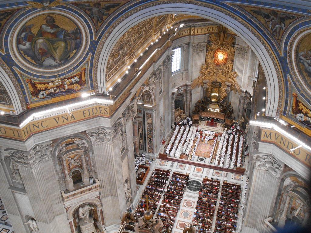 Вид на зал с верхней ложи, Собор Святого Петра в Ватикане