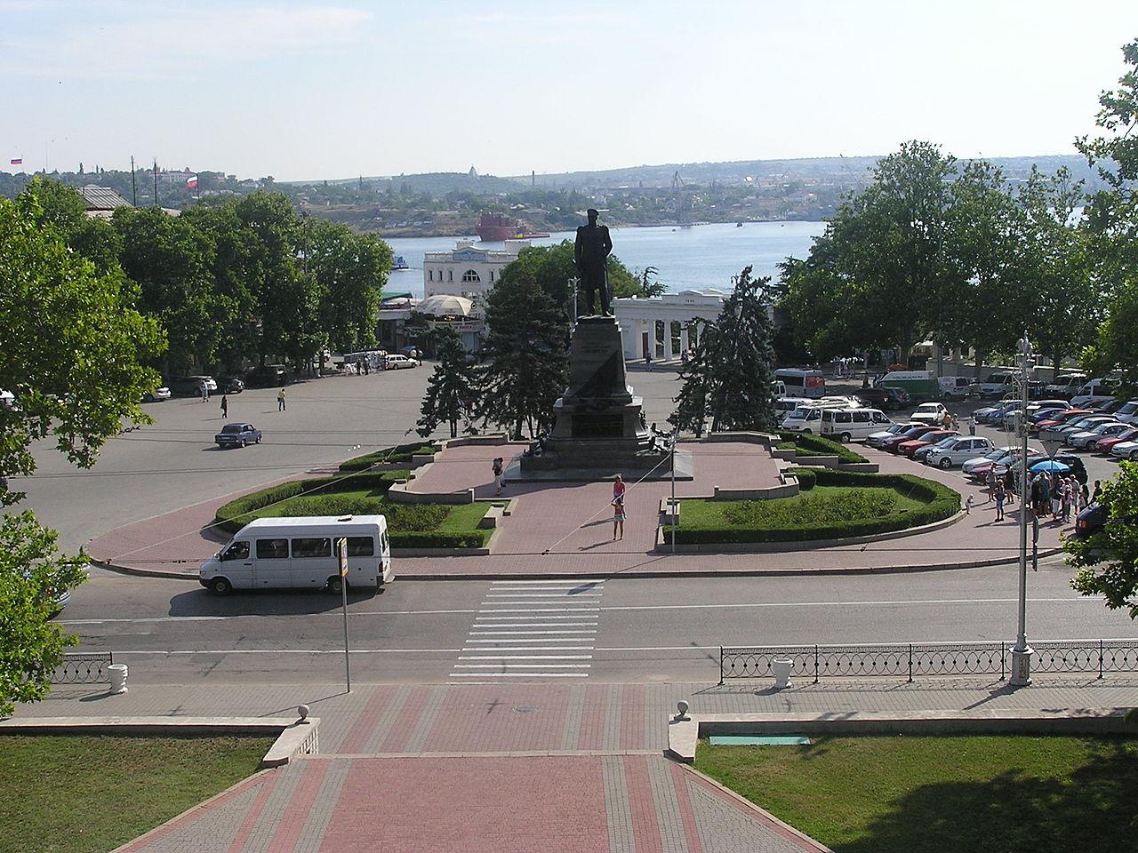 Вид на площадь Нахимова в Севастополе