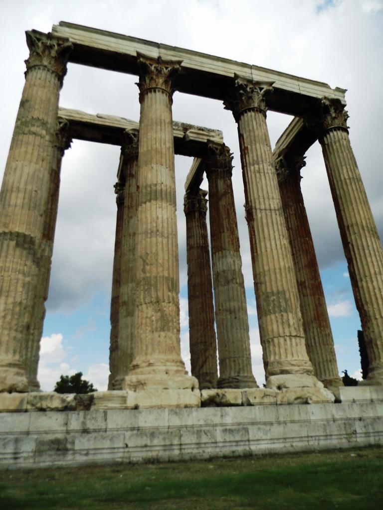 Олимпейон (храм Зевса Олимпийского) в Афинах