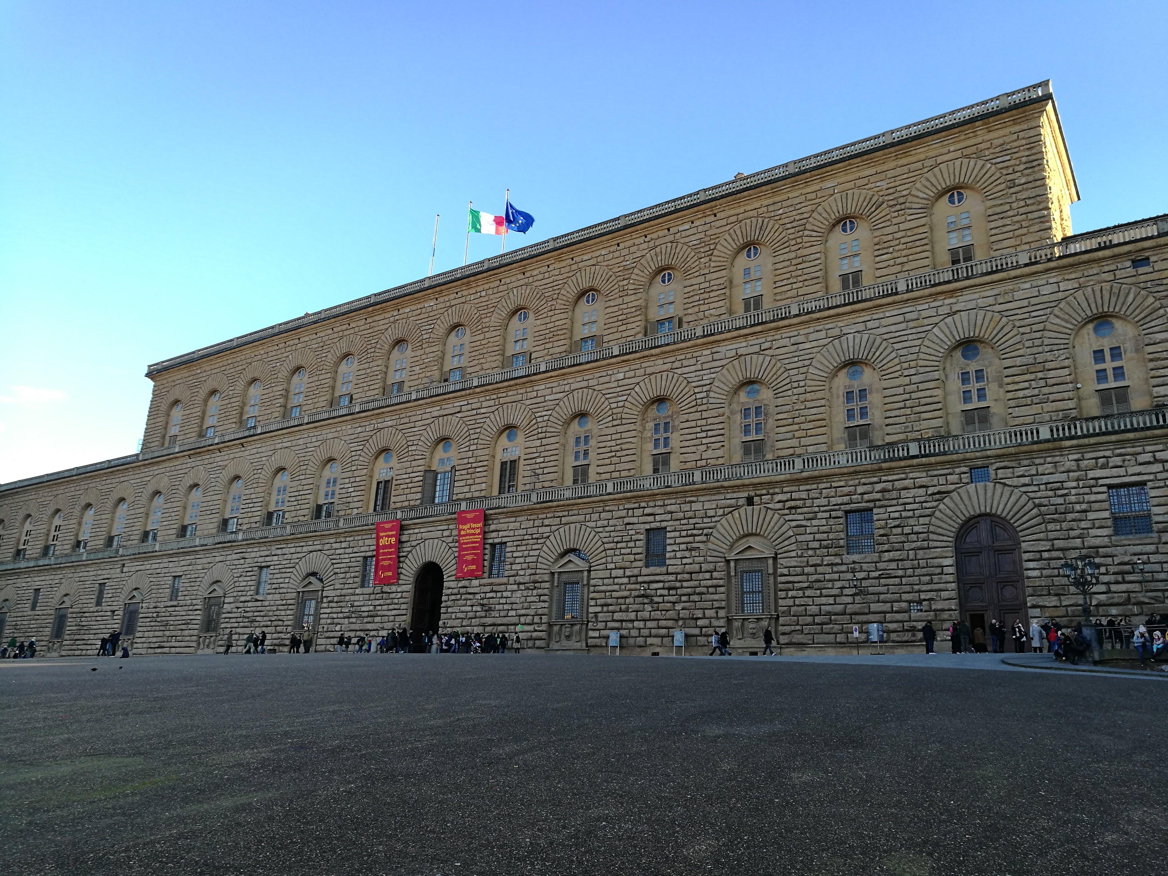 Здание дворца Палаццо-Питти во Флоренции