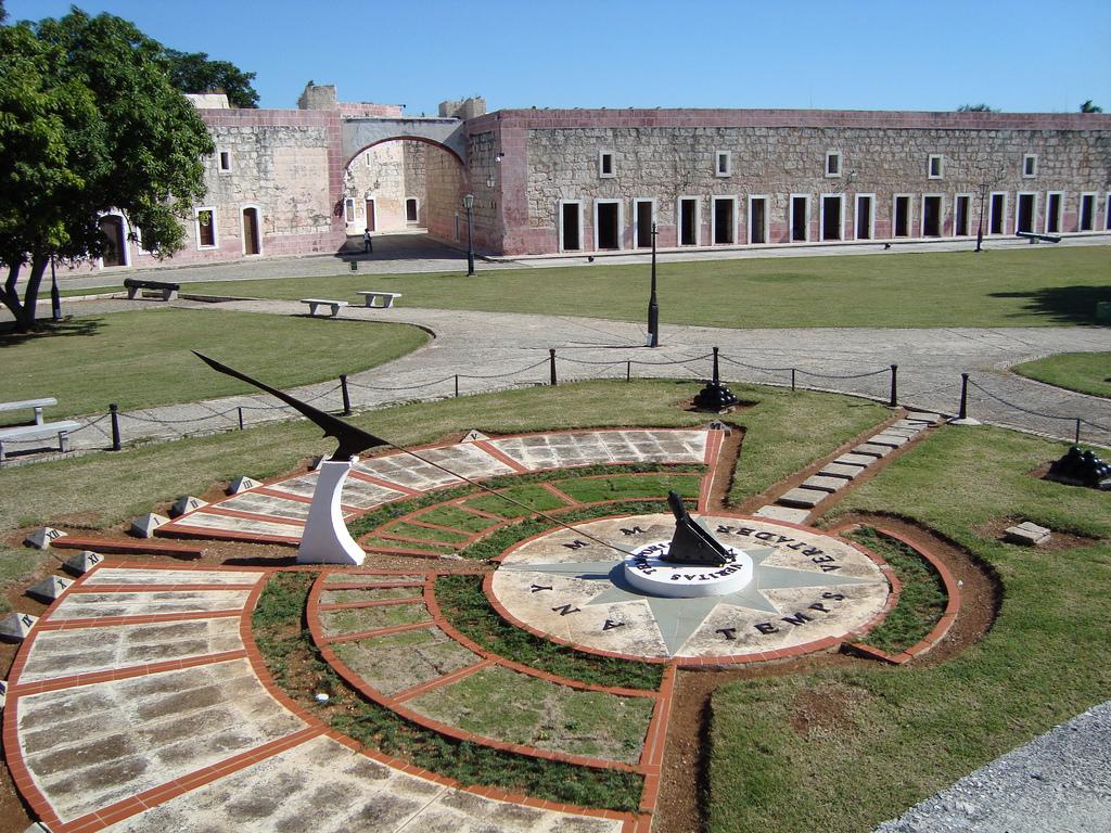 Крепость Ла-Кабанья, солнечные часы