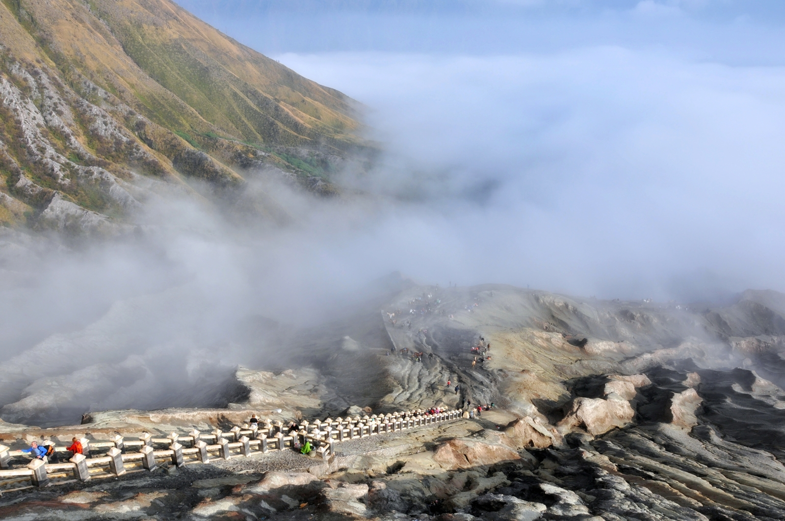 Национальный парк Бромо-Тенггер-Семеру, дорога к кратеру вулкана