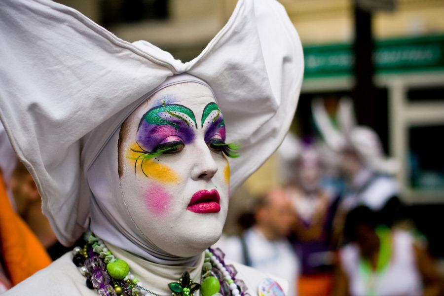 Участники Гей-парада в Париже